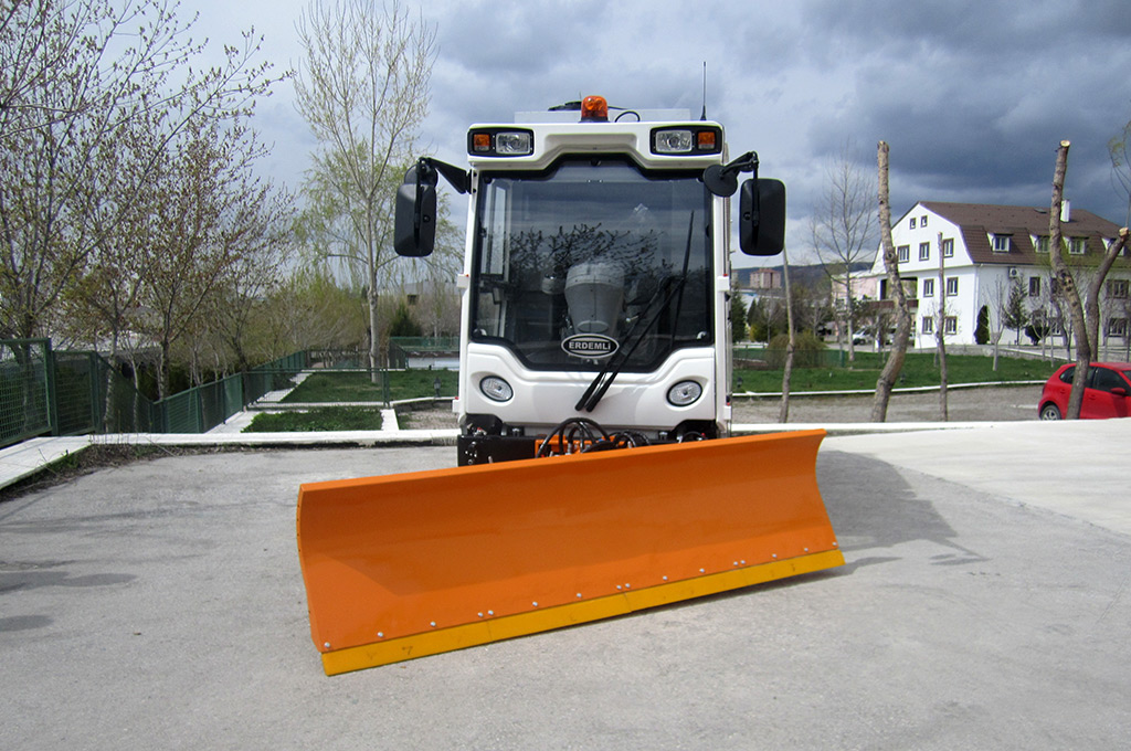 Vacuum Road Sweeper Machine